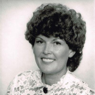 Gloria  Hall's Image