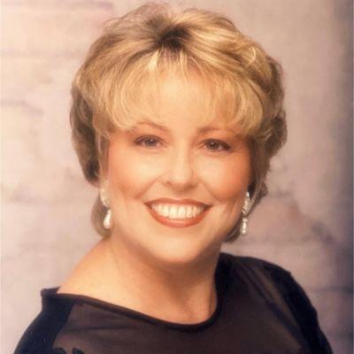 Janet  Foy's Image