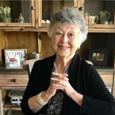 Joan Ellen  Oliver's Image